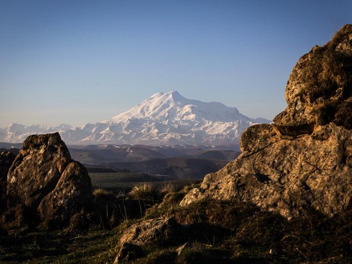 Спасатели нашли всех пятерых заблудившихся на Эльбрусе альпинистов
