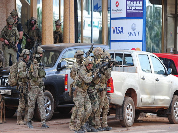 В Буркина-Фасо три человека погибли при нападении джихадистов на кафе