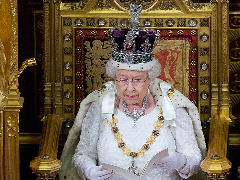 СМИ узнали о намерении Елизаветы II отречься от престола