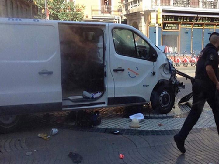 Двое вооруженных людей ворвались в ресторан в Барселоне - ВИДЕО - ОБНОВЛЕНО