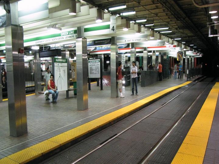 СМИ: два американца установили рекорд, объехав метро Бостона более чем за 7 часов