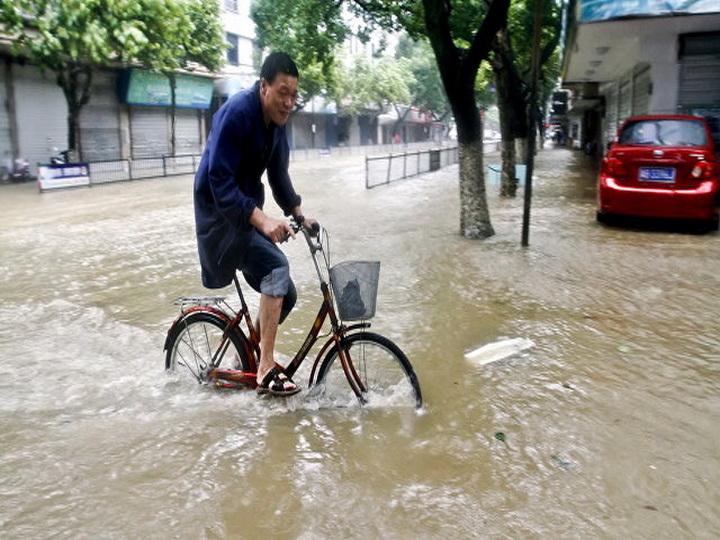 Дожди в Китае стали причиной гибели десяти человек