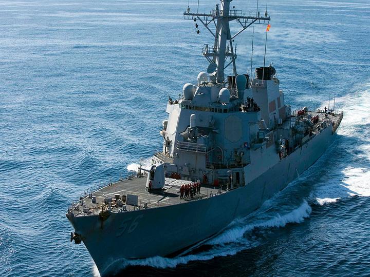 После столкновения эсминца США с торговым судном пропали 10 моряков