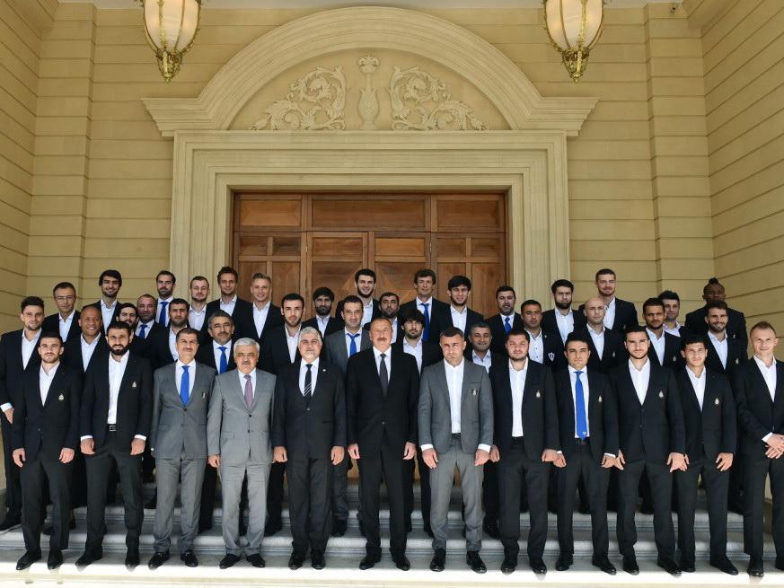 Президент Азербайджана выделил футбольному клубу «Карабах» 2 млн манатов