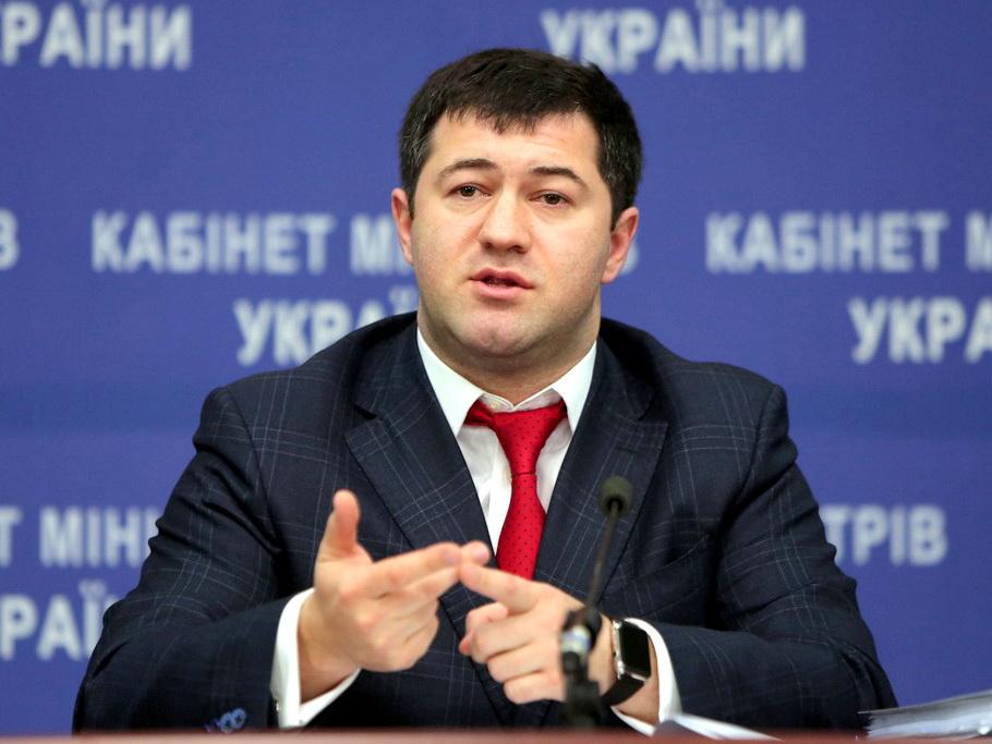 Бывшему министру-азербайджанцу запретили покидать Киев и обязали носить электронный браслет