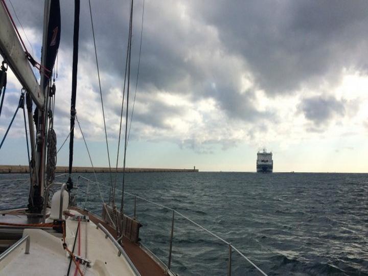 В Японском море погиб матрос при выбросе отработанных газов на катере