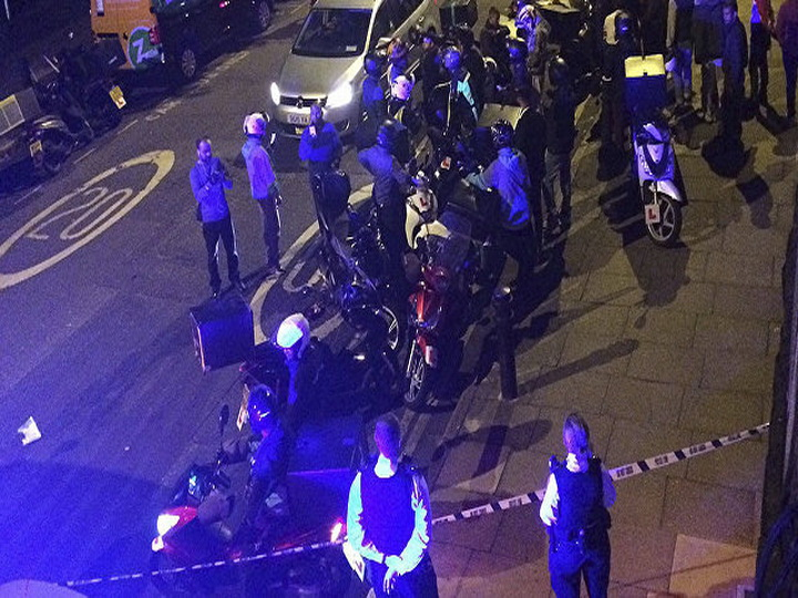 В центре Лондона неизвестный с ножом напал на полицейских