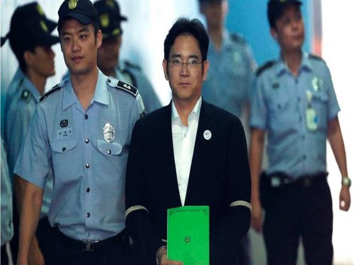 Глава Samsung получил пять лет тюрьмы за коррупцию