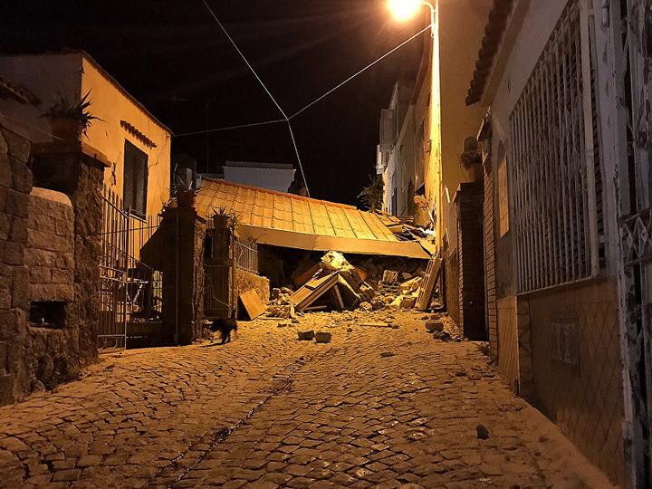 Уровень земли у побережья Неаполя из-за землетрясения понизился на 4 см