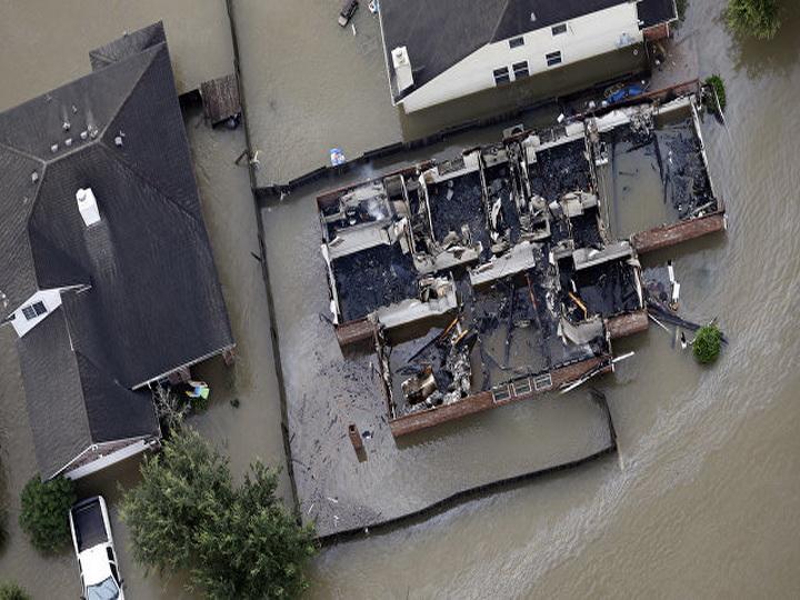 В США закрыли крупнейший нефтеперерабатывающий завод из-за урагана «Харви»