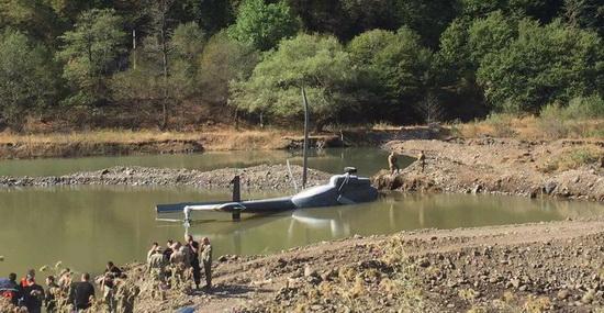 В Грузии потерпел крушение вертолет: азербайджанские спасатели первыми пришли на помощь — ФОТО — ВИДЕО
