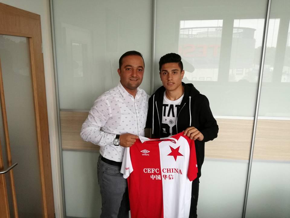 Азербайджанский футболист перешел в чешский клуб — ФОТО