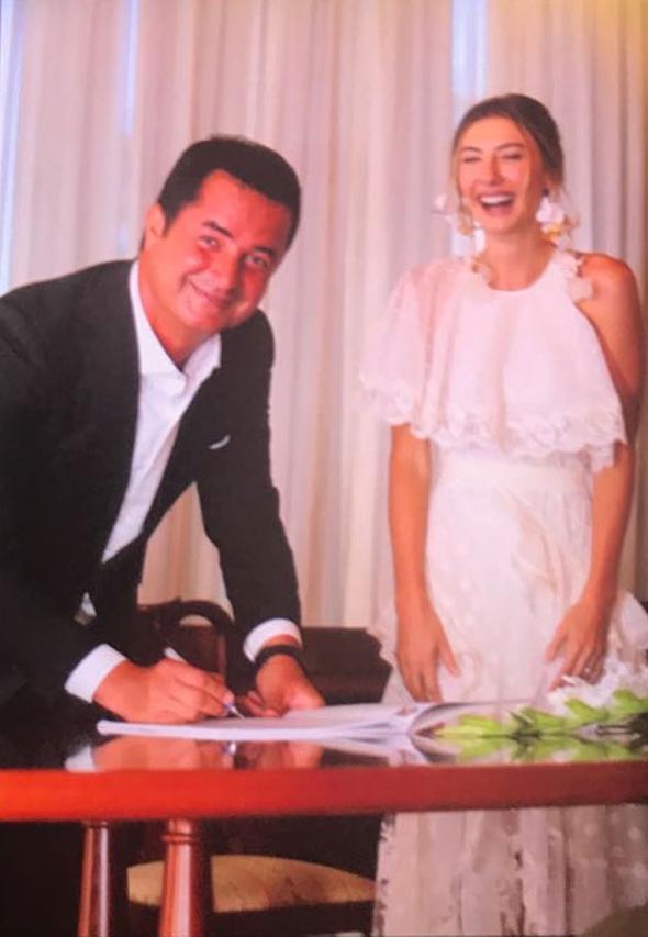 Во Франции женился турецкий шоумен Аджун Илыджалы – ФОТО