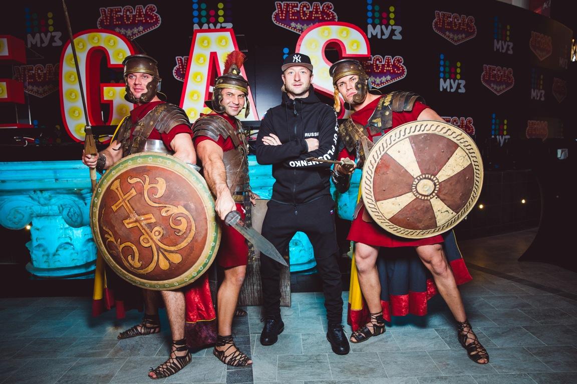 Стивен Сигал и звезды российского шоу-бизнеса на открытии нового проекта Эмина Агаларова – ФОТО