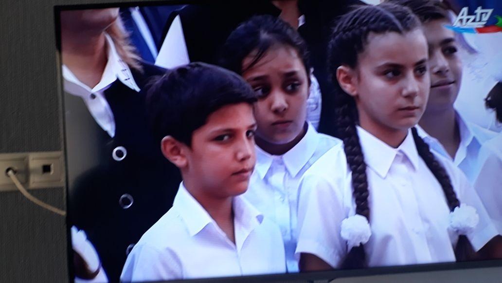 Ученик 4-го класса школы №20: «Меня Мехрибан ханум сильно обняла и руки у нее были теплые, как у мамы…» — ФОТО