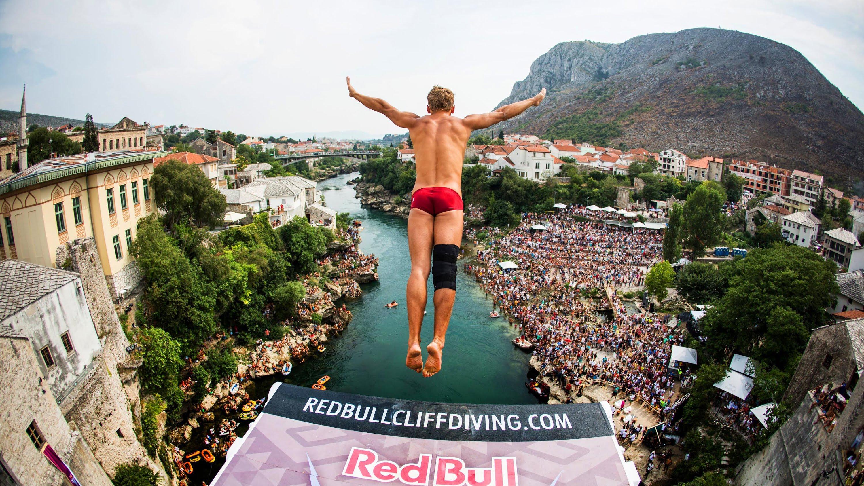 28 метров полета. В Мостаре начинаются соревнования Red Bull Cliff Diving