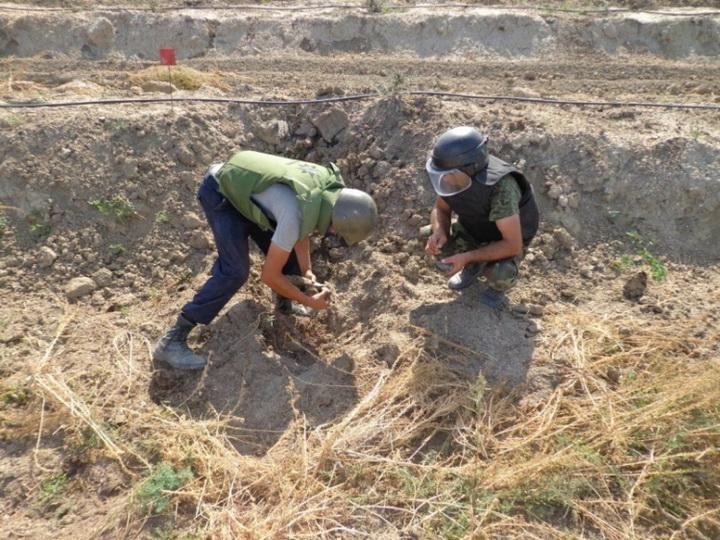 В Хызы обнаружено еще 45 неразорвавшихся боеприпасов