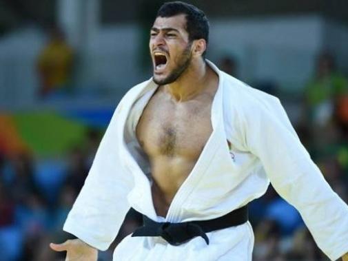 I am number one, или почему Эльмар Гасымов так бурно праздновал победу над товарищем по команде — ВИДЕО