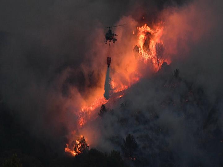 Во Франции вспыхнул сильный лесной пожар