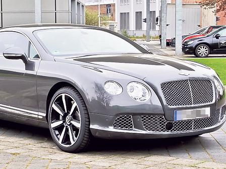Bentley врезался в кортеж президента Сербии