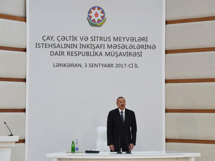Под председательством Ильхама Алиева проводится республиканское совещание по вопросам развития производства чая, риса и цитрусовых