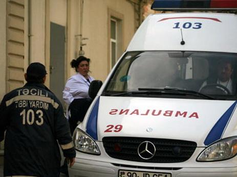 В Баку ребенок чудом остался жив, упав с седьмого этажа