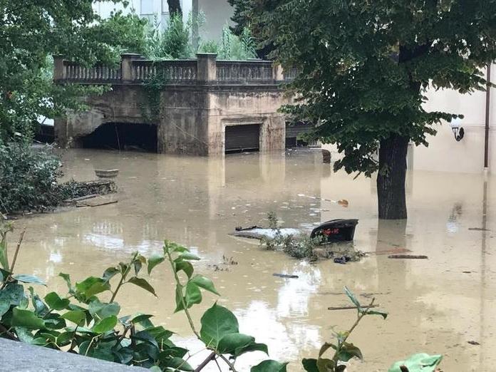 В Италии жертвами непогоды стали шесть человек, двое пропали без вести - ФОТО