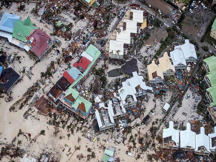 Во Флориде из-за ветра упали три строительных крана