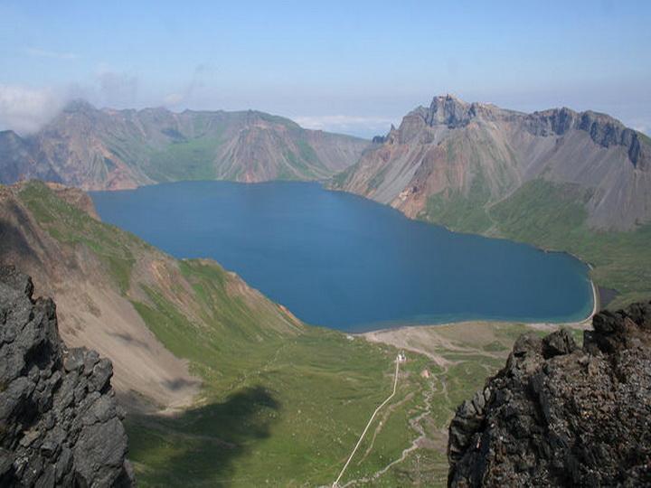 В Италии семья погибла после падения в кратер вулкана