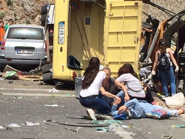 Автобус с туристами скатился в овраг в Анталье, есть погибшие