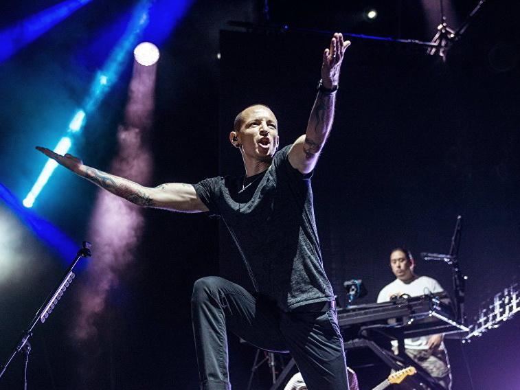 Вдова вокалиста Linkin Park выложила видео, снятое за сутки до его смерти — ВИДЕО