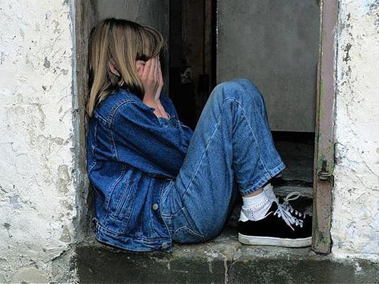 12-летней девочке, изнасилованной отчимом, сделали кесарево сечение