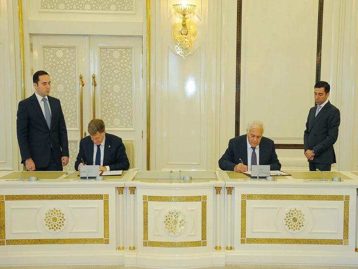 Огтай Асадов встретился с делегацией во главе с председателем Законодательного собрания Санкт-Петербурга