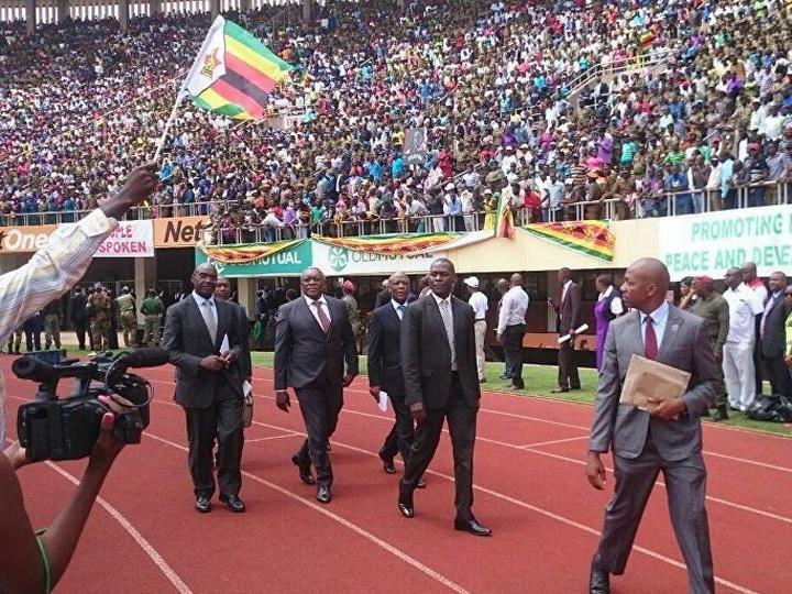 Новый президент Зимбабве назначил министра финансов и главу МИД