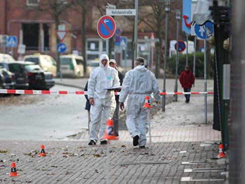 Автомобиль врезался в толпу в немецком городе Куксхафен – ФОТО