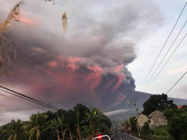На Бали из-за извержения вулкана эвакуировали 24 тыс. человек