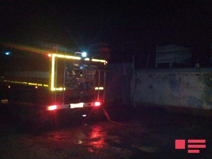 В Хачмазе сгорел жилой дом, есть пострадавший