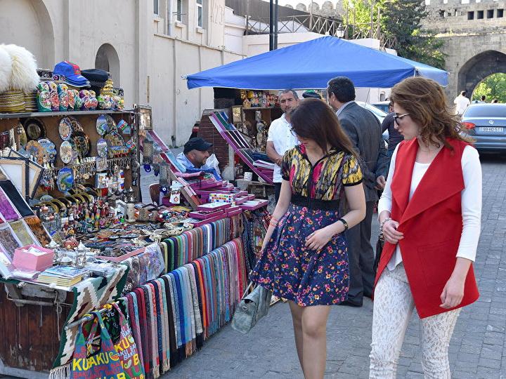 Каждый третий турист в Азербайджане — из России