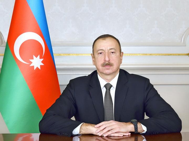 Президент Ильхам Алиев поздравил албанского коллегу