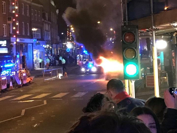 Рядом с рождественской ярмаркой в Великобритании взорвался автомобиль — ВИДЕО