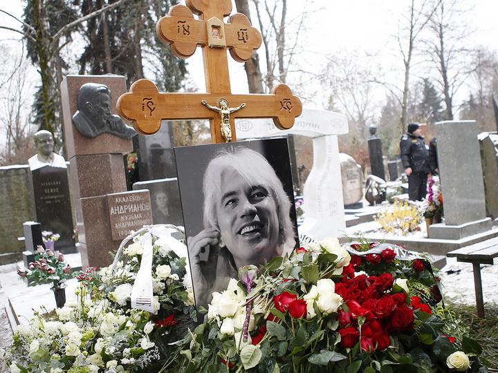 Прах Хворостовского захоронили в Москве – ФОТО