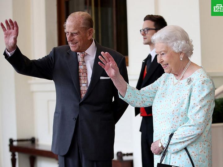 Елизавета II и принц Филипп отмечают платиновую свадьбу – ФОТО