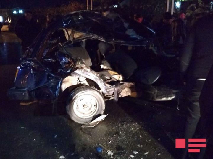 Баку легковой автомобиль столкнулся с автобусом — ФОТО