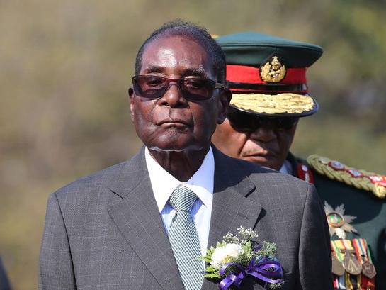 Мугабе намерен начать новую жизнь в деревне