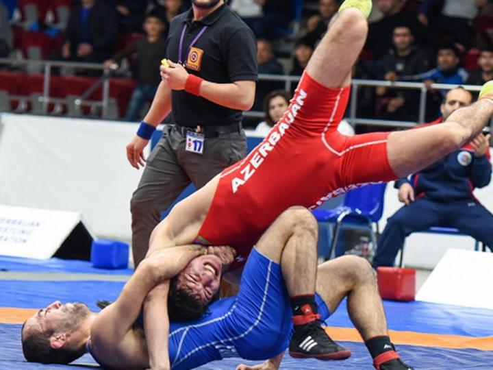 Определились первые победители чемпионата страны по вольной борьбе