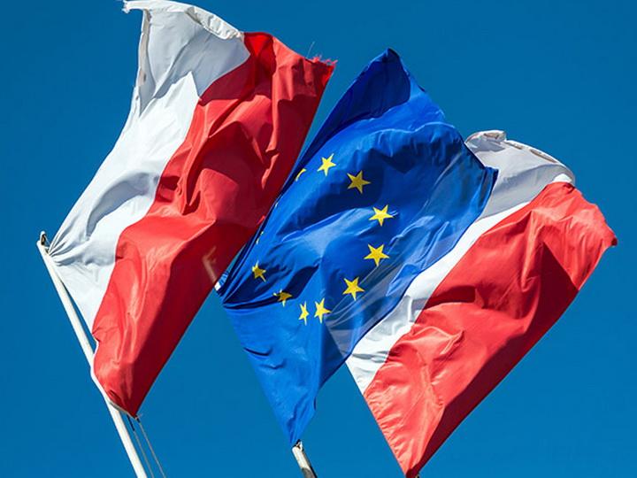 Еврокомиссия запустила механизм санкций против Польши