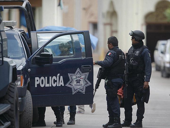 Рядом с мексиканским курортом повесили на мостах шесть тел убитых