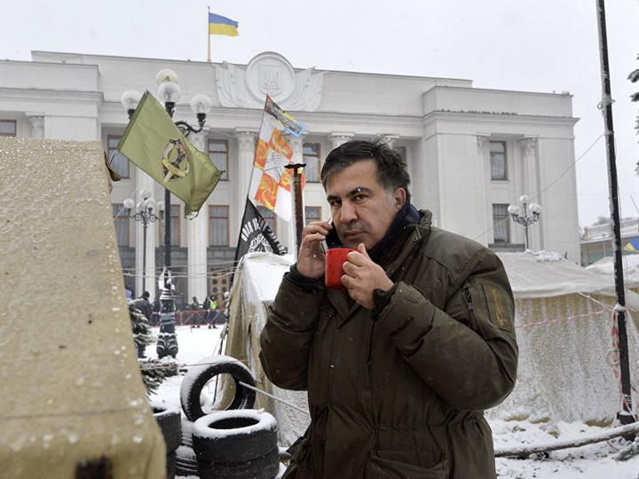 Порошенко может покинуть пост президента до Нового года, заявил Саакашвили