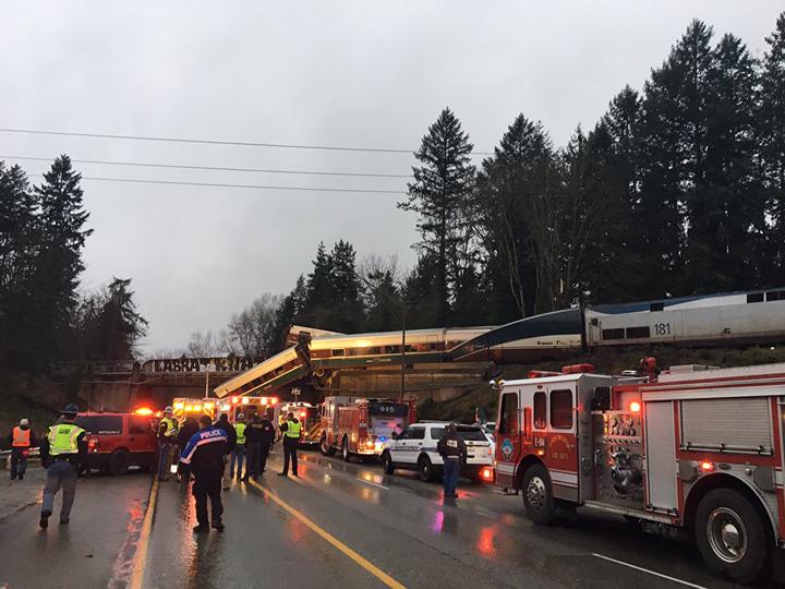 Более 70 человек госпитализированы после схода поезда с рельсов в США — ФОТО — ВИДЕО — ОБНОВЛЕНО