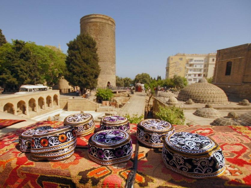 «Коммерсантъ Деньги»: У российских туристов появился еще один фаворит — Азербайджан